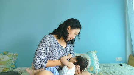 leite : Asian mother breastfeeding her baby Stock Footage