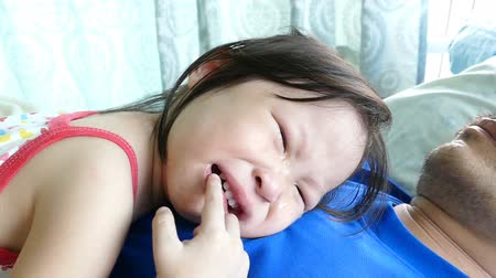 mal : Little Asian girl crying on father chest,slow motion Vídeos