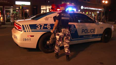 lieutenant : Police officers wear camo style pants as a mesure of protest