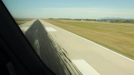 végső : Airplanes touch down at landing viewed from cockpit with pilots Stock mozgókép