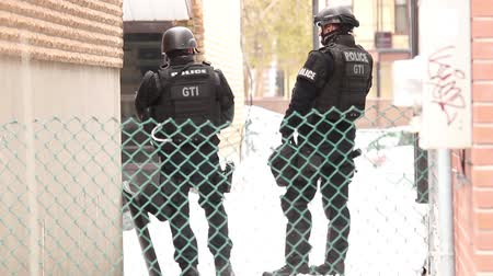 erkeklere özel : Two SWAT officers standing by a residential building with guns  - Commercial license no logo no face