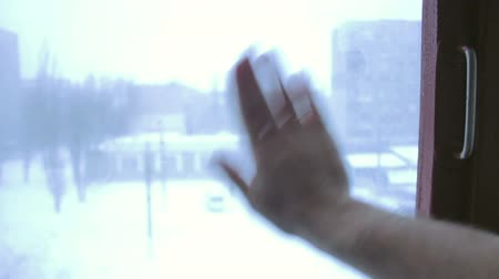 pencere : Hand wipes misted window in winter