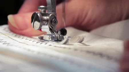 têxtil : sewing machine sews the seam stitch
