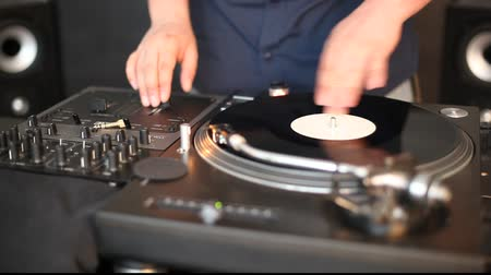 sound : DJ spinning in studio, clip Stock Footage