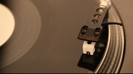 gravar : Dj needle on record on turntable, clip