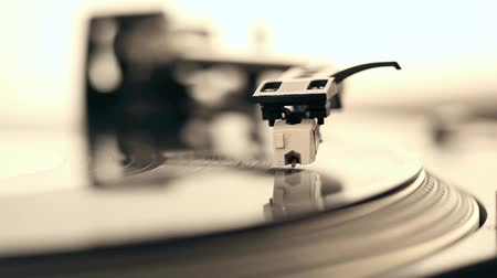 ses : Dj needle on record on turntable, footage Stok Video