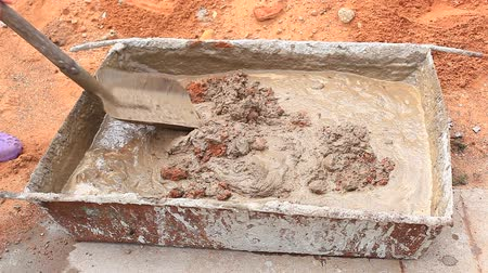 mikser : Mixing concrete for construction