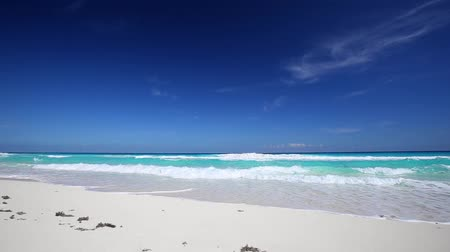 kuba : Caribbean beach with white sand and turquoise water, Cancun