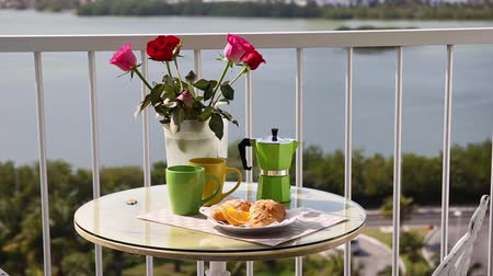 erkély : Delicious breakfast  with coffee fresh croissants and slice of orange fruit on hotels balcony