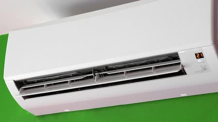 воздух : Split-system air conditioner on wall