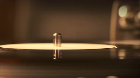 gramophone : Spinning turntable in the dark. Listening the music Stock Footage