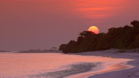 maldivas : View at sunset on maldivian island