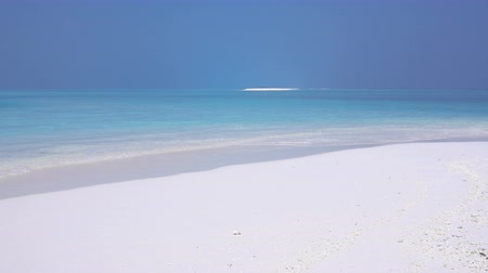 vízpart : Tropical sandy beach with calm waves on sandbank. Maldivian destination