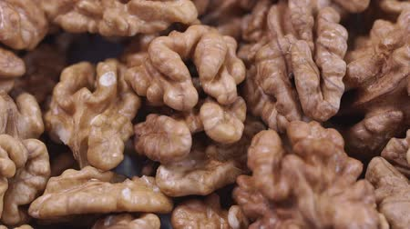 nozes : Walnut closeup. Rotating nuts background