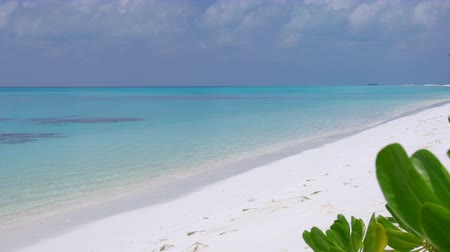 perfektní : Perfect wild sandy Maldives beach with turquoise sea view, travel destinations