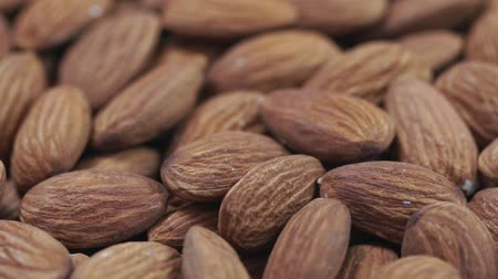 высушенный : Almond closeup. Rotating nuts background