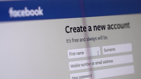 adresa : Facebook Create New Account homepage displayed in browser on laptop monitor