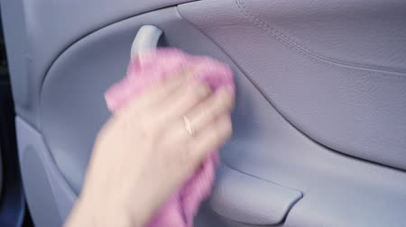 utírat : Woman cleaning the interior of the car Dostupné videozáznamy