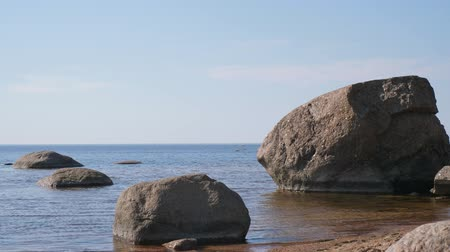 нетронутый : Baltic gulf with stones