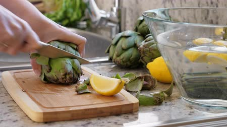 cardo : Woman cut artichokes