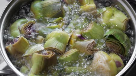 soyulmuş : Boiling and cooking artichokes in saucepan