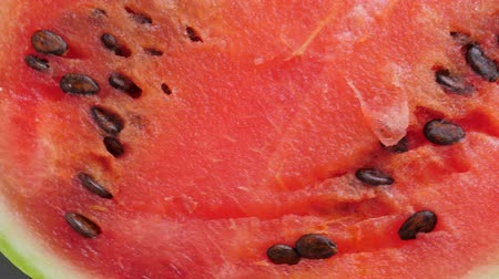 melão : Ripe red watermelon on plate rotate Vídeos