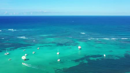 tropy : Aerial view with caribbean sea with boats Dostupné videozáznamy