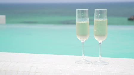 champagne pool : Cold champagne in two glasses of sparkling wine