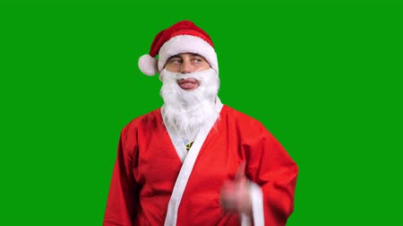 pontos : Santa Claus in red suit pointing aside on green chroma key background