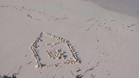 промывали : Drawing of house on sand
