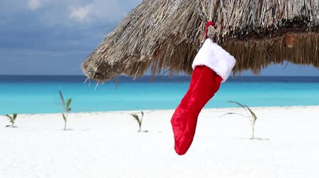 Канкун : Christmas stocking sock on sun umbrella at caribbean beach