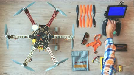 baterie : Custom drone (hexacopter) testing and run on the wooden floor