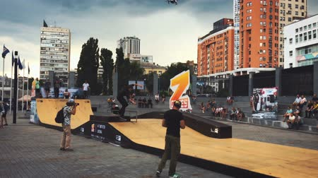 deskorolka : Competitions in skateboarding skatepark Wideo