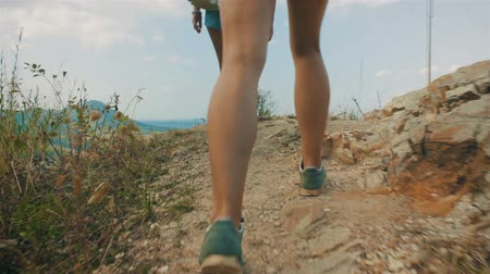 double happiness : Two girls approach the cliff and enjoy the view of the mountains Stock Footage