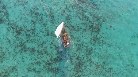 takımadalar : Aerial view of the African fishermen going to the ocean at sunset on sailing boats for night fishing. Indian Ocean. Zanzibar.