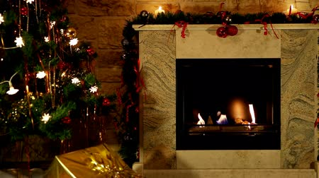 şömine : Christmas Fireplace With Golden Gift Stok Video