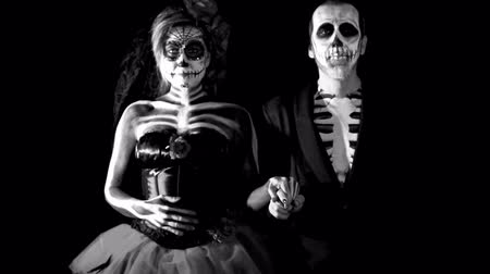 folga : A couple walking through the room sugarskulls, black and white