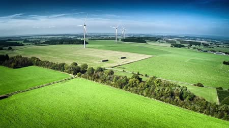 młyn : Aerial view of summer countryside with agricultural fields and wind turbines. Full HD, 1080p, 60FPS Wideo