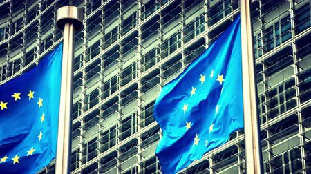 unie : European Union flags waving in the wind in front of European Commission. Brussels, Belgium. 4K, Ultra High Definition, Ultra HD, UHD, 2160P, 3840 x 2160