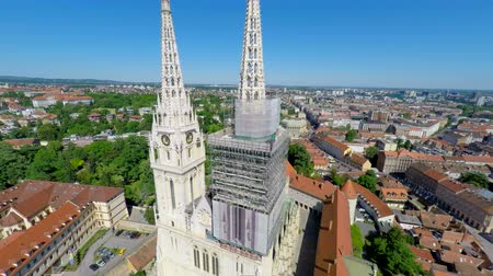 catedral : Aerial view of Zagrebs cathedral, with cityscape in background. Stock Footage