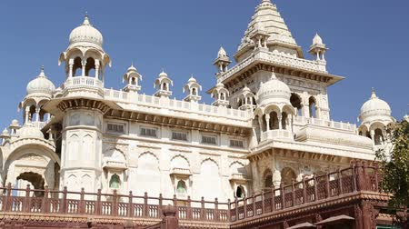 homlokzatok : View on fronts of Jaswant Thada temple from outdoor garden. Stock mozgókép