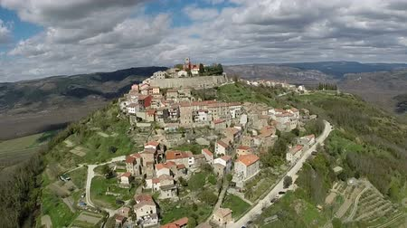 stare miasto : Aerial view of the old town of Motovun, Croatia
