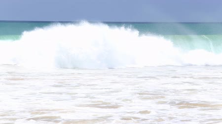 plaz : View of waves crashing on beach sandy beach Dostupné videozáznamy