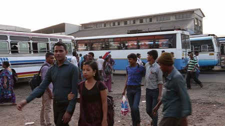 chegada : GOA, INDIA - 27 JANUARY 2015: People at local bus terminal in Goa. Vídeos
