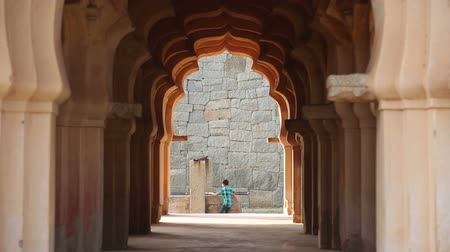 anıt : HAMPI, INDIA - 28 JANUARY 2015: View through gateway of curious children and woman looking at temple.