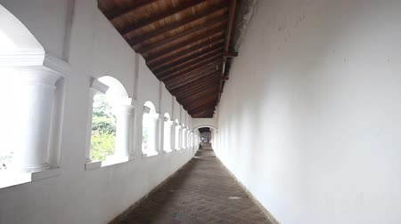 прихожая : DAMBULLA, SRI LANKA - FEBRUARY 2014: Tracking shot of Golden Temple hallway of Dambulla, a World Heritage Site in Sri Lanka.