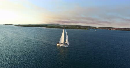 żaglówka : Aerial view of yacht sailing near beautiful Galesnjak Island