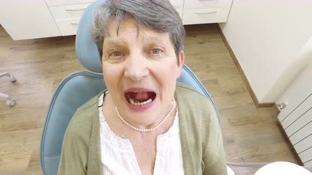 boca aberta : Extreme close up of an open mouth of an elderly woman at dentist