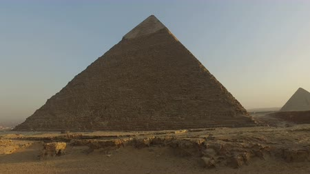 piramit : Pyramid of Khafre, second largest known pyramid in Egypt
