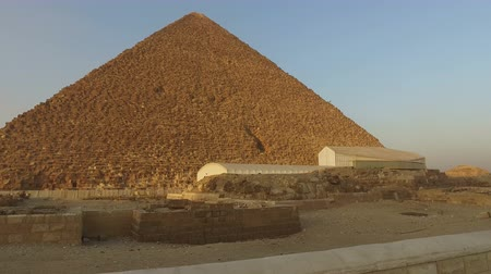 piramit : Great pyramid of Khufu at Giza, Egypt